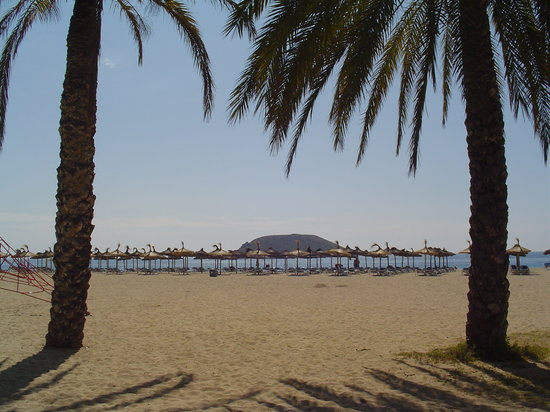 Magaluf, Spain: View across the beach and out to sea