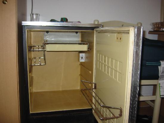 Hotel Carlone: Kühlschrank von innen (verrostet)