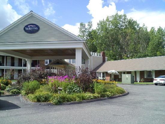 Yankee Inn: Entrance