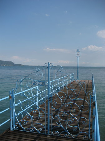 Озеро Гарда, Италия: A pier in Maderno