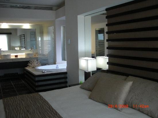 Azul Beach Resort The Fives Playa Del Carmen: Bedroom W/jacuzzi