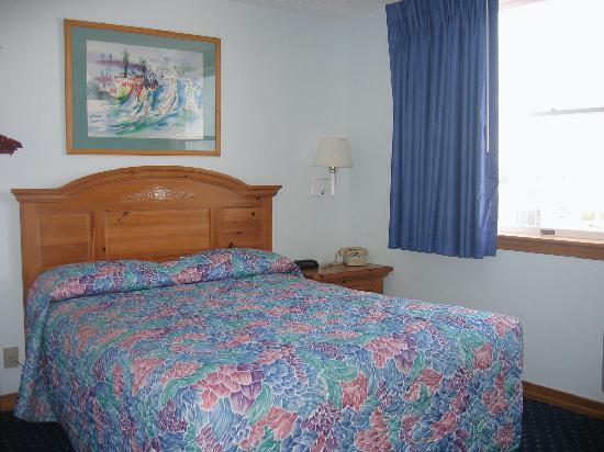 Our Small Room Queen Size Bed Picture Of Sea Crest Inn Cape May