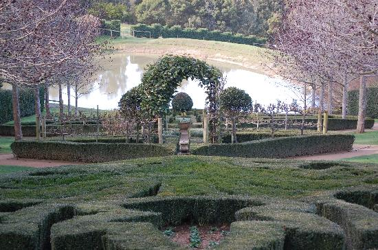The Studio & the Barn Bed and Breakfast: The Enchanted Maze - really pretty gardens with mazes! Fun
