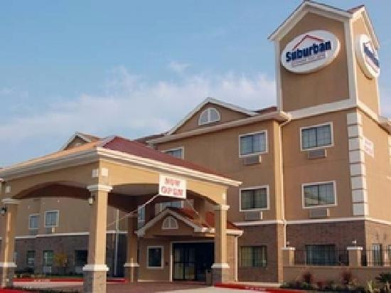 Baymont Inn & Suites Baytown: Hotel Exterior