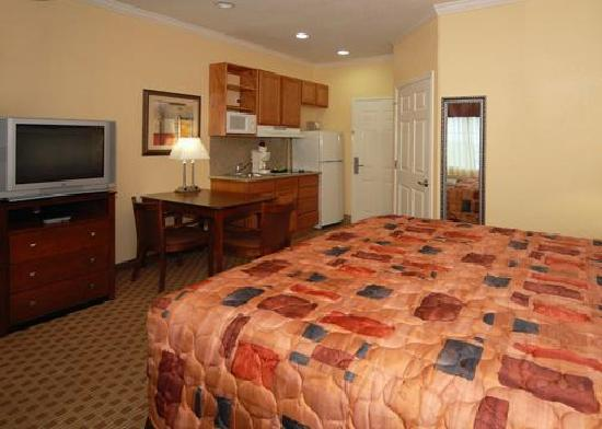 Baymont Inn & Suites : Guest Room