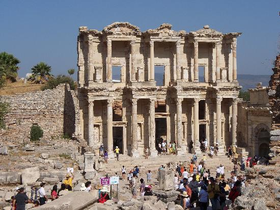 Celsus Kutuphanesi: The Library