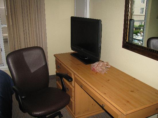 Homewood Suites by Hilton Colorado Springs North: Bedroom TV
