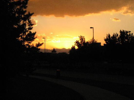 Hyatt Place Denver Airport: Sunset Outside of Hyatt Place