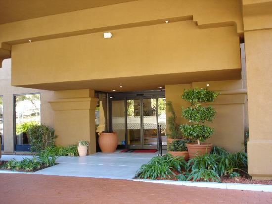 Hampton Inn Oakland-Hayward: Une entrée élégante