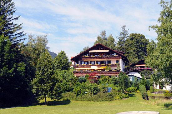 Dreimäderlhaus: Hotel and gardens