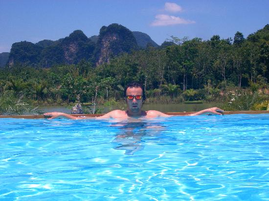 Gillhams Fishing Resorts : Me cooling down in the pool.