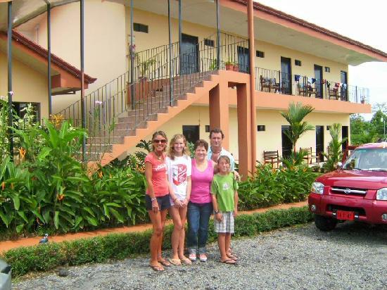 Hotel Vista del Cerro: melania and my family
