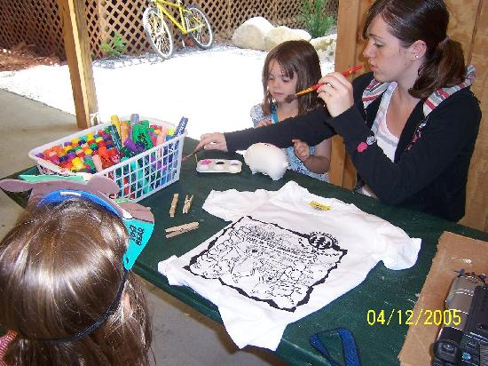 Yogi Bear's Jellystone Park Cherokee: coloring t-shirts in arts & crafts