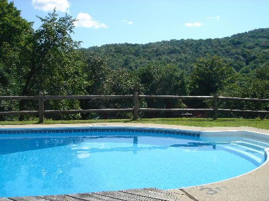 October Country Inn: Great Pool