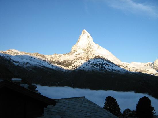 Riffelalp Resort 2222 m: la vista dalla mia camera all'alba del 16/08