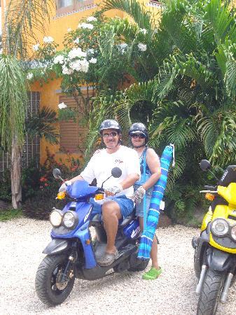 Hostal Casa Culebra: El mejor medio de transportacion en la isla es motora