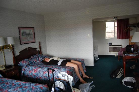 Mountain Side Inn: Room
