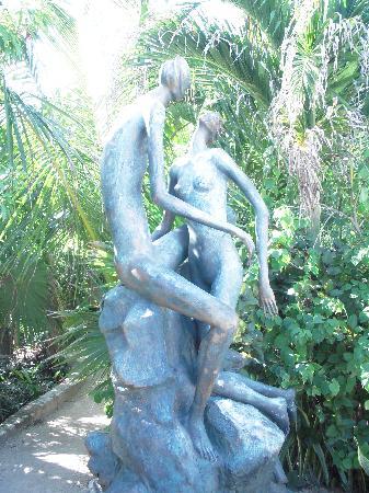 Yal-ku Lagoon : Beautiful statues