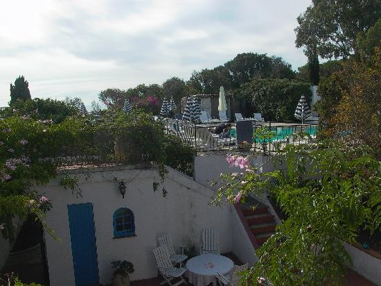 Ile du Levant, فرنسا: Le patio et la piscine