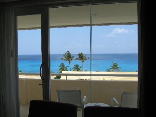 Presidente Inter-Continental Cozumel Resort & Spa : View from inside the ocean suite