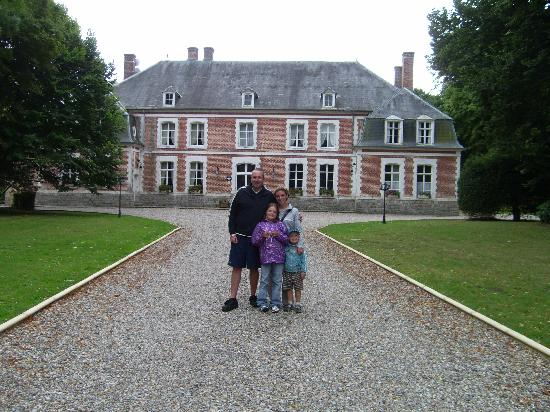 Chateau du Broutel: The chateau from the drive!