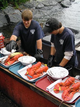 Cabbage Island Clambakes: Staff filling the trays