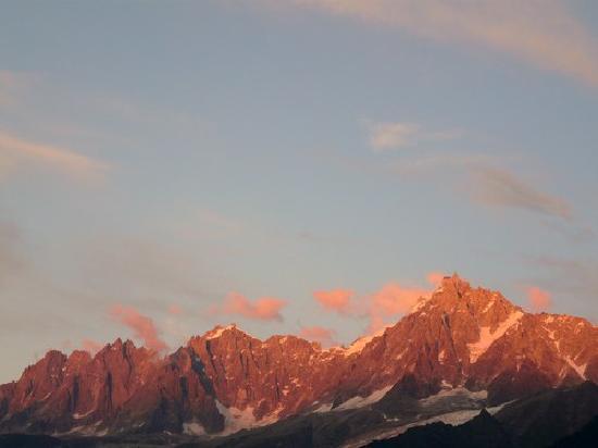 Pierre & Vacances Residence Les Hauts de Chavants: couche de soleil sur le massif du mont blanc