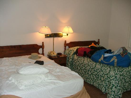 Indian Hill Motel : Comfy double beds