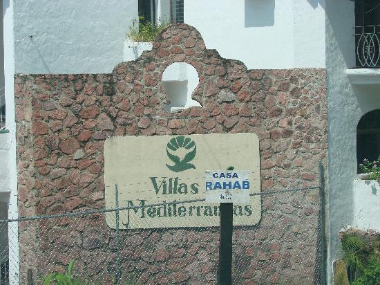 Villas Mediterraneas: what you see when you drive up