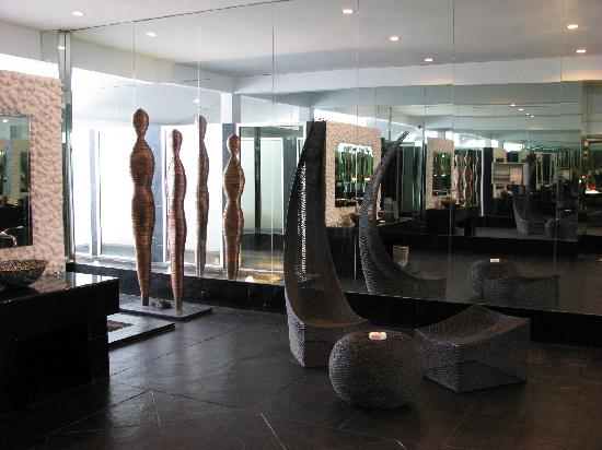SUNSUTRA: Unisex rest room - sculptures & seats