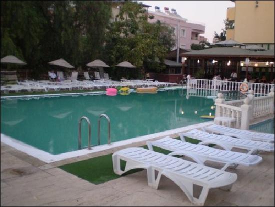 Panormos Hotel: POOL AT NIGHT