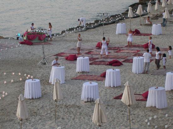 Sani Beach: beach party