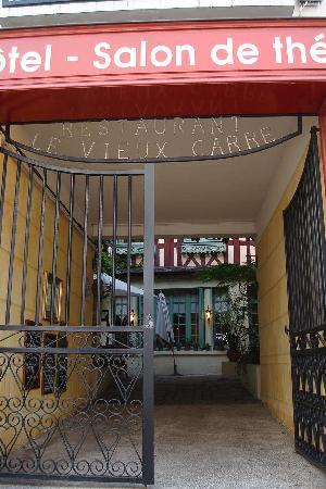 Le Vieux Carre : ホテルの入り口