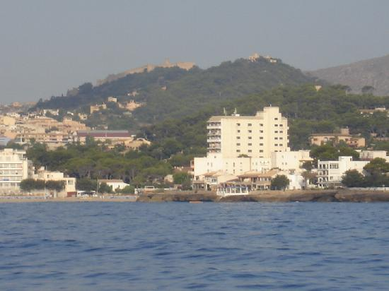 Son Moll Sentits Hotel & Spa: Hôtel vue prise d'un catamaran