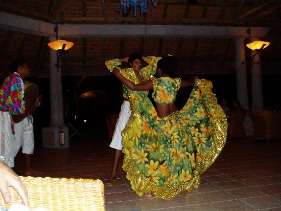 Sands Suites Resort & Spa: Cultural show at The Sands