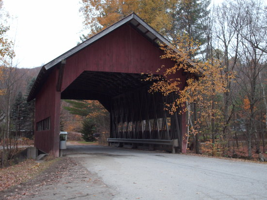 Вермонт: One of many of Vermonts wonderful covered bridges
