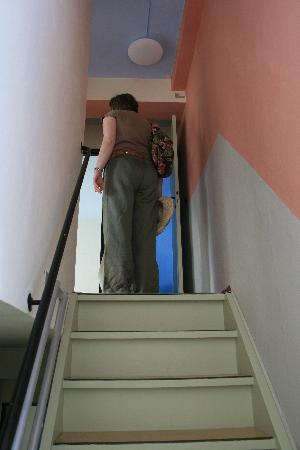 Kleinring 5: stair case painted in tradtional Bauhaus colours