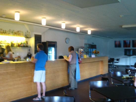 Kleinring 5: Bauhaus cafe open late!