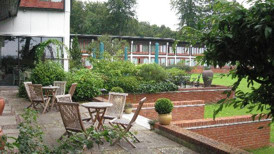 Hotel Hesselet: garden
