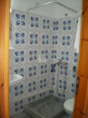 Sergis Hotel: doccia e tubi a vista