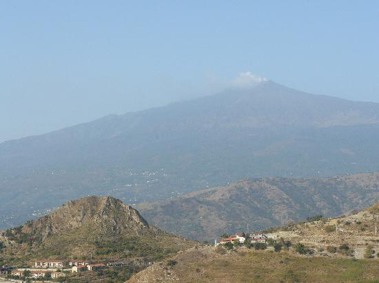 ‪‪Castelmola‬, إيطاليا: Etna from balcony‬