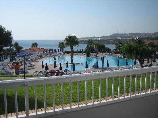 Sunwing Kallithea Beach: Pool and Ocean view from our room