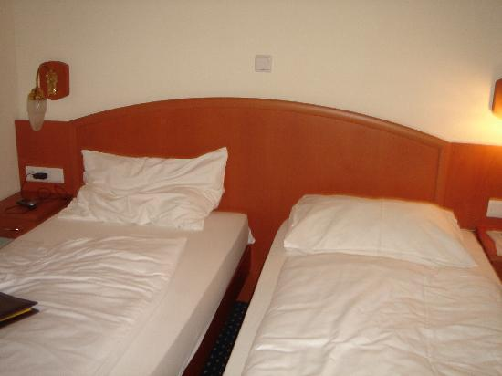Suite Hotel 900 m zur Oper: twin beds