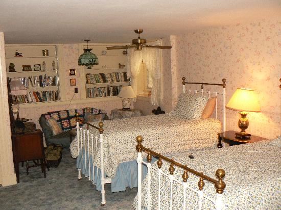 Thornhedge Inn: The room in the basement (cellar)
