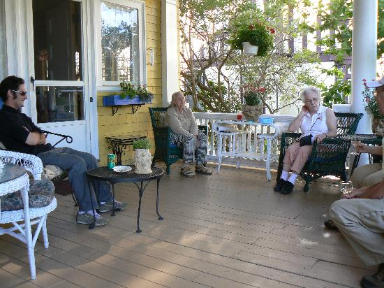 Thornhedge Inn: Enjoy wine & cheese from 5 to 6 p.m. on the porch