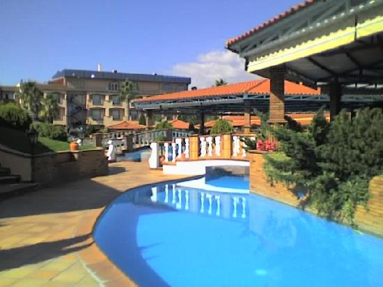 O Alambique de Ouro Hotel Resort & Spa : Outside view to the main building