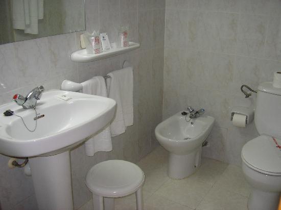 Hotel Pinero Tal: cuarto de baño de la habitación