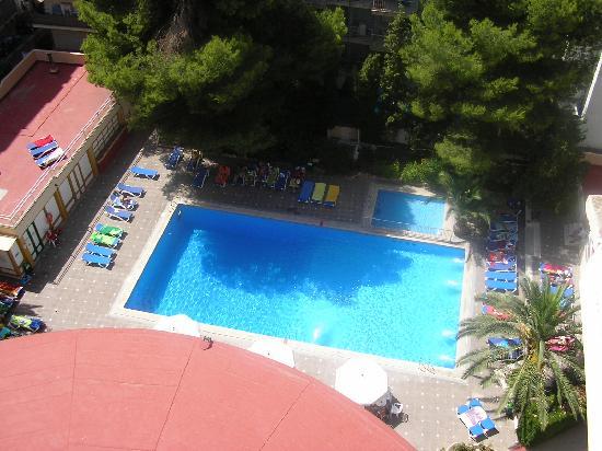 Hotel Pinero Tal: piscina vista desde la habitación