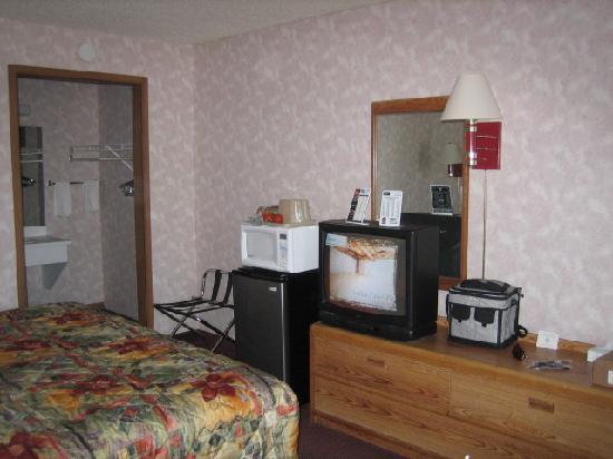Rodeway Inn: bedroom