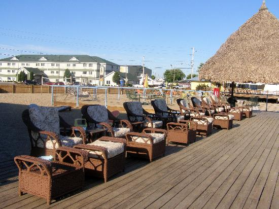 Beachfront Resort: deck lake front
